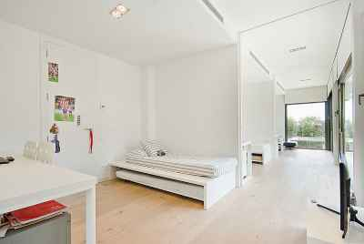House in the suburbs of Barcelona with an exclusive design, pool and a guest house
